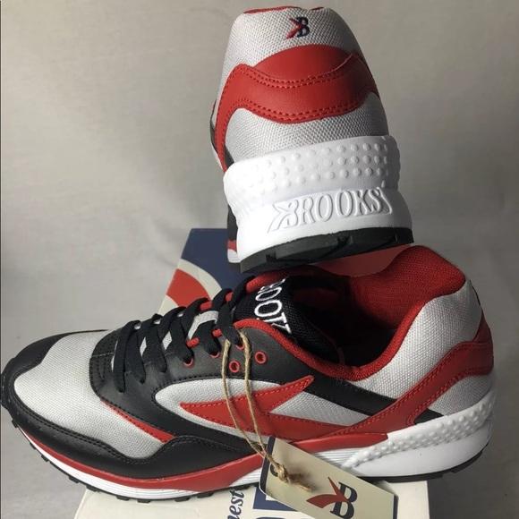 ec710b18cf5 NWT Brooks Men s Mojo Sneakers 👟